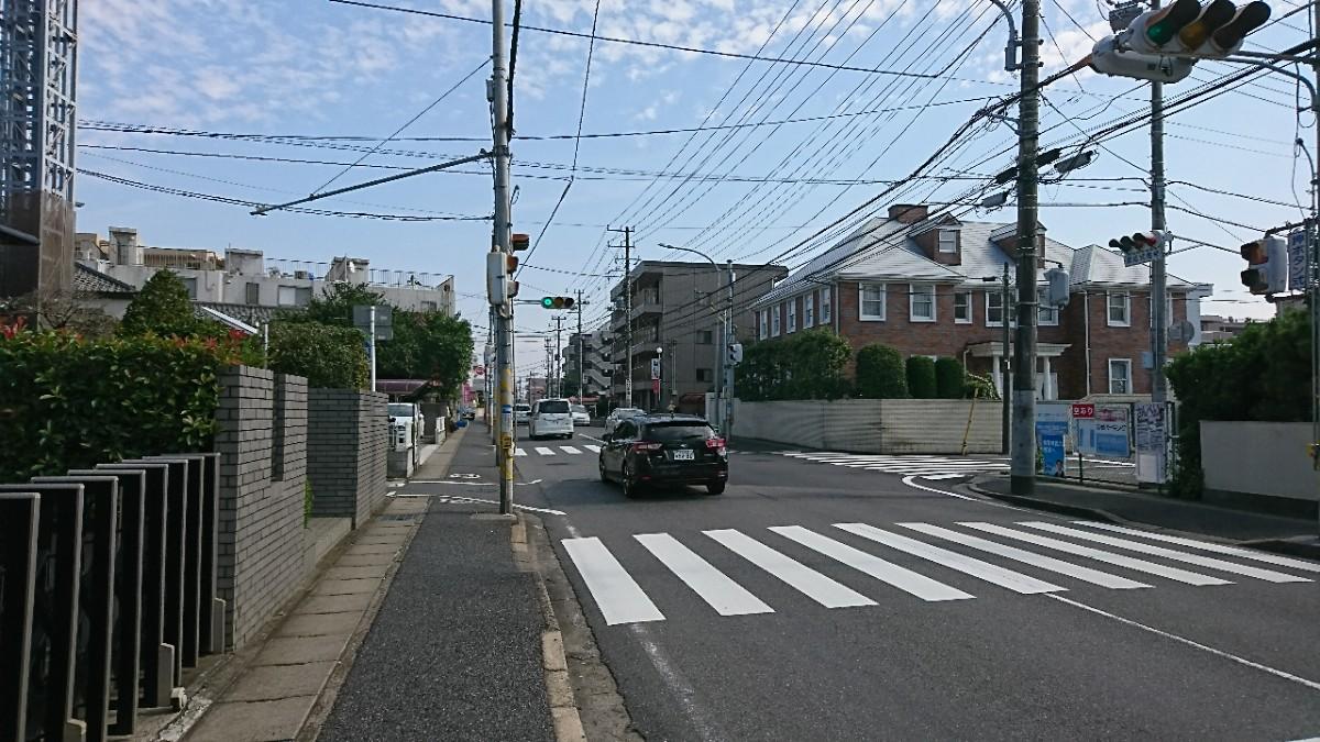 幕張駅入口交差点から1つ目の信号