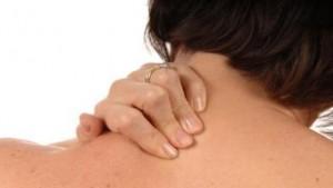 肩こりで首(頚椎)が痛い、頚椎椎間板ヘルニアが原因かも?その原因を解説!!
