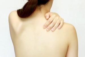 椎間板ヘルニアの症状が背中に出るケースについて