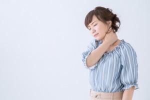 あなたの肩こり、ストレートネックが原因かも?話題の症状を徹底解説!